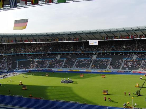 ziemlich leeres Stadion