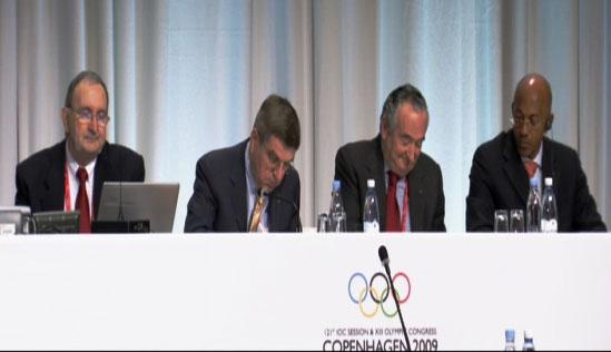 IOC-Präsidentenwahl 2009, Thomas Bach beim Stimmen zählen