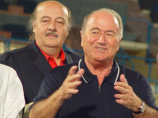 Berater Peter Hargitay, FIFA-Präsident Joseph Blatter, Doha 2003