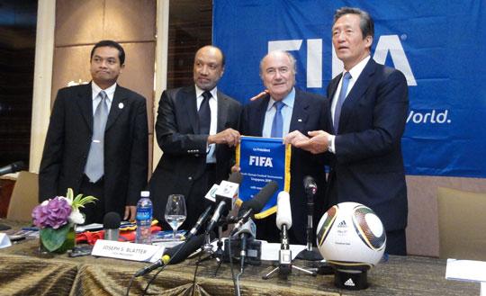 Fab Four, von links: Zainudin Nordin (Singapur), Mohamed Bin Hammam (AFC, FIFA), Joseph Blatter (Gott), Mong-Joon Chung (Hyundai, FIFA, Milliardär)