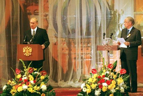 Moskau, Juli 2001: Putin und Samaranch bei der Eröffnung der IOC-Session im Bolschoi-Theater.
