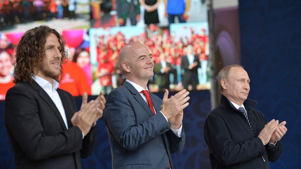 Sportkameraden Puyol, Infantino, Putin am Mittwoch in Moskau. (c) LOC 2018