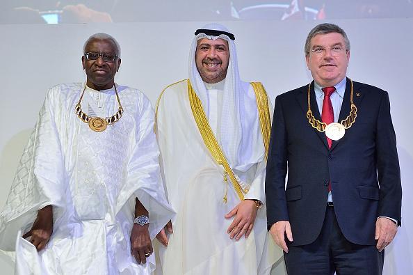 Sportkameraden Lamine Diack (unter Hausarrest), Scheich Ahmad (verklagt im Emirat Kuwait), Thomas Bach