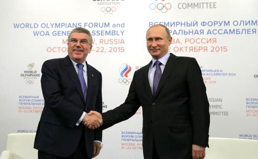 """Handshake zwischen Bach und Putin beim """"World Olympians Forum and WOA Genral Assembly"""""""