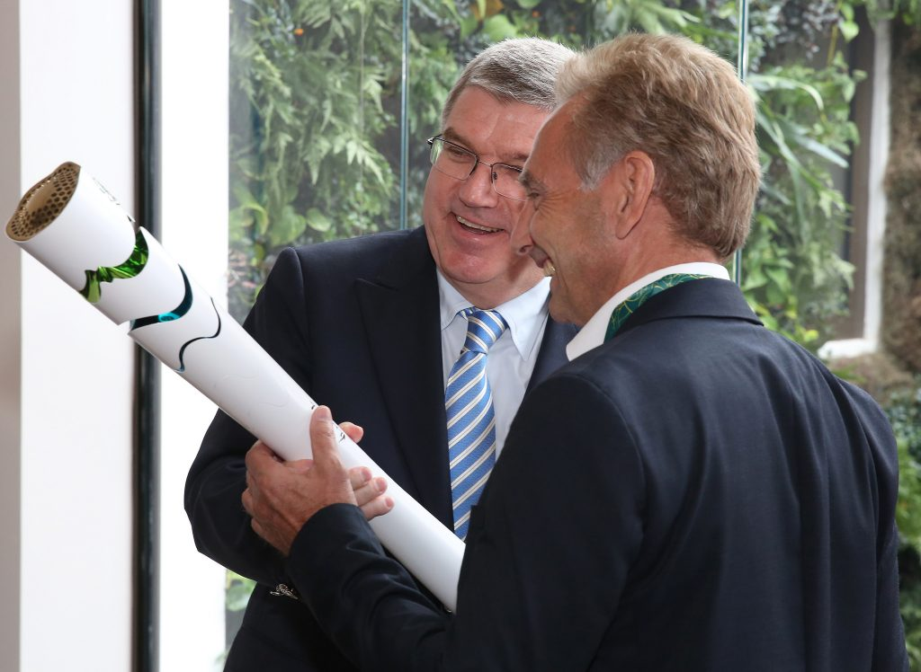 Thomas Bach mit ZDF-Sportchef Dieter Gruschwitz beim Broadcasters Meeting im Olympic Club (Foto: IOC Media/Ian Jones)