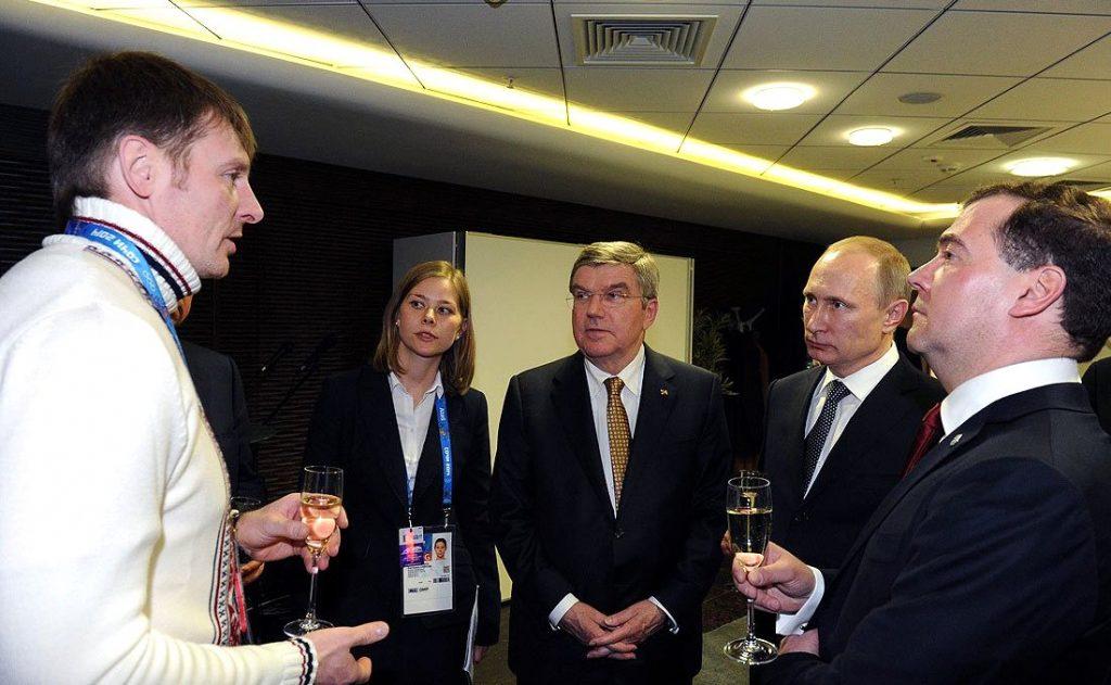 Schlussfeier Sotschi 2014: Sportkameraden Subkow (Noch-Olympiasieger), Bach, Putin, Medwedjew. (Foto: President of Russia)